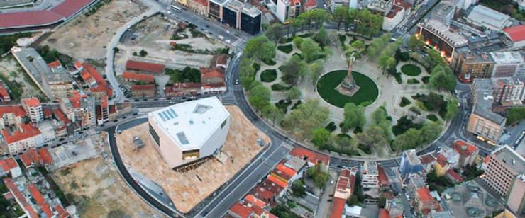 Residential and commercial property in Porto (Boavista):   por Carlos Rodrigues, Arquitecto