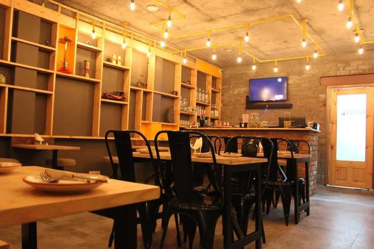 Pipeline Cafe:  Bars & clubs by Studio Ezube,Industrial