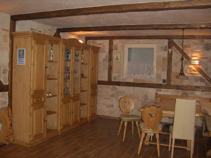 Raume Mit Rustikalen Holzbalken Von Antikholzbau Dachdeckerei