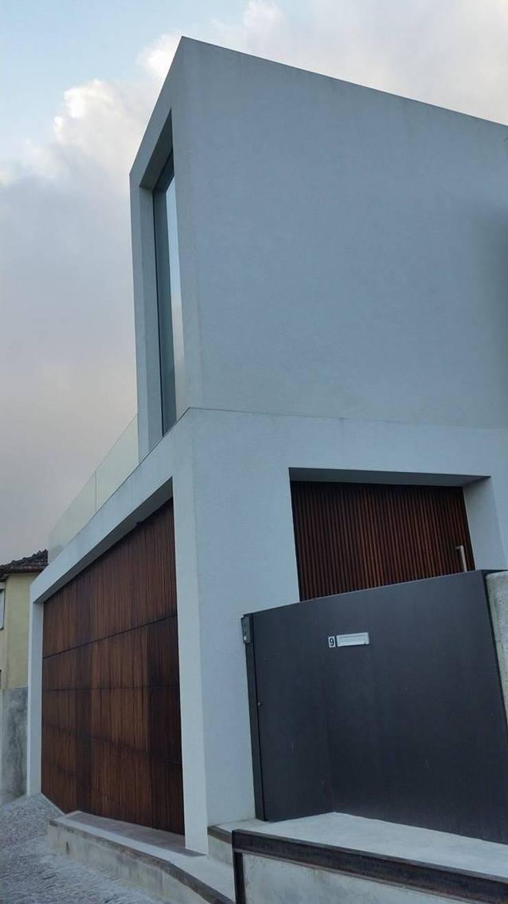 Casa da Gandarela: Casas  por Hugo Pereira Arquitetos