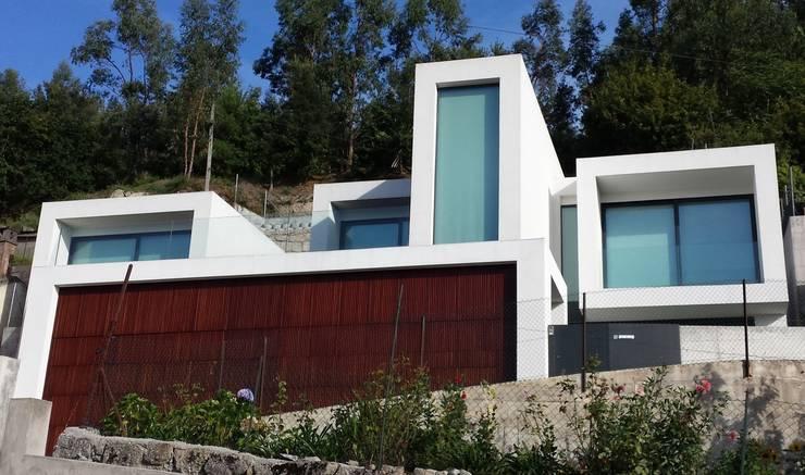 منازل تنفيذ Hugo Pereira Arquitetos