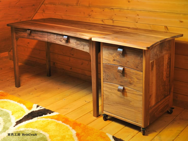デスク&ワゴン: 家具工房 BritCraftが手掛けた子供部屋です。
