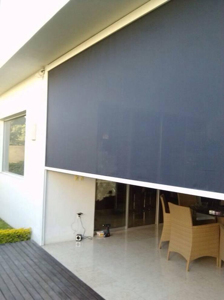 SCREEN RITS (sistema microperforado para exterior y motorizado): Puertas y ventanas de estilo  por GAVIOTA MEXICO