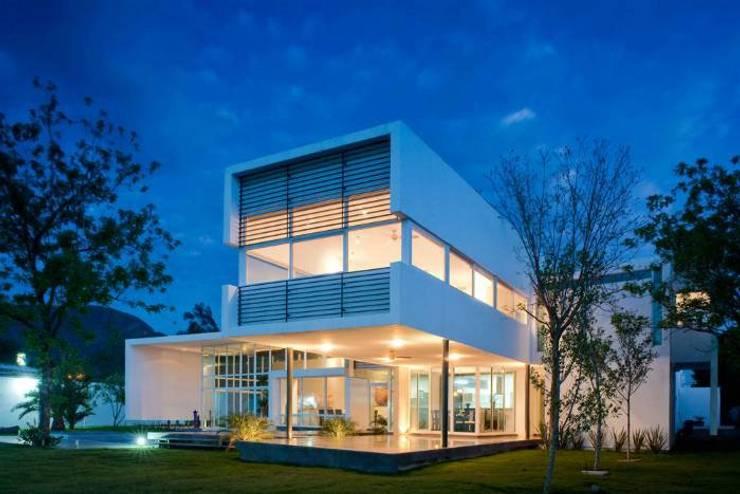 Casas de estilo  por Vektor arquitek