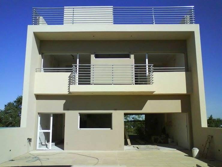 Casa A: Casas de estilo  por Prece Arquitectura,