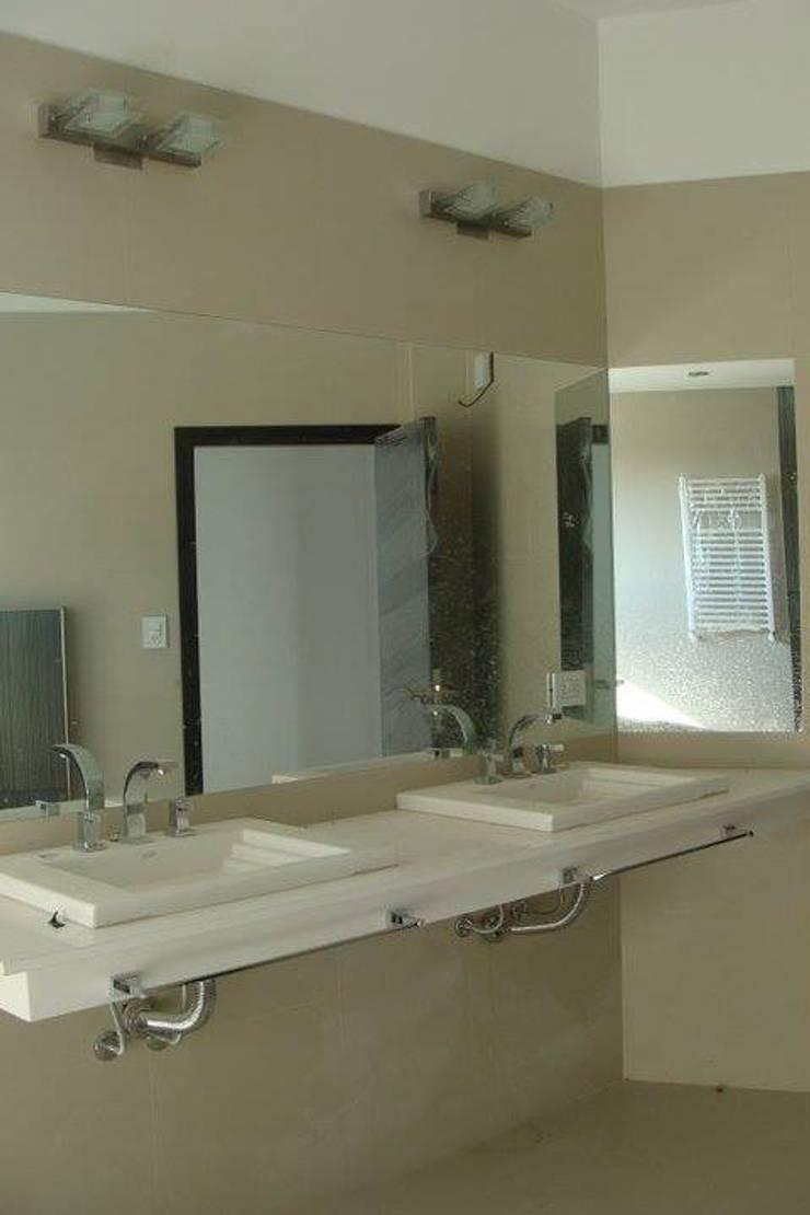 Casa A: Baños de estilo  por Prece Arquitectura,
