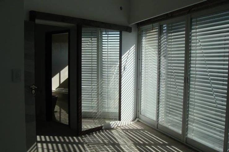 Casa A: Dormitorios de estilo  por Prece Arquitectura,