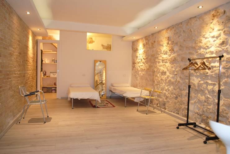 Casa INC: Soggiorno in stile in stile Minimalista di CARLO CHILLOTTI