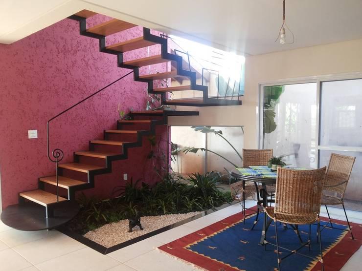 Corredores e halls de entrada  por Graziella Corrado Arquitetura
