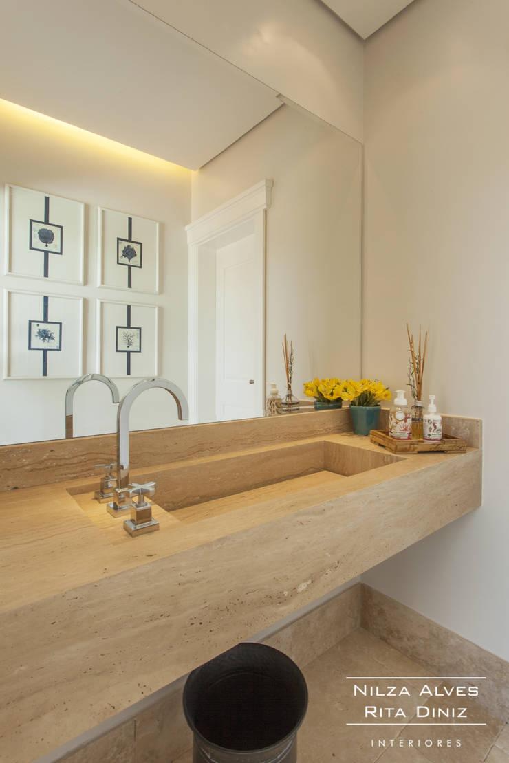 Lavabo: Banheiros  por Nilza Alves e Rita Diniz,Moderno
