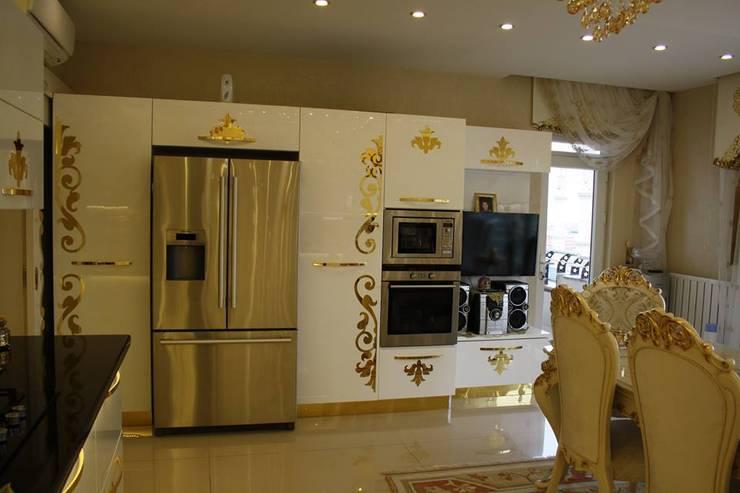 Küche von BRISTOL DECO & VILLA,