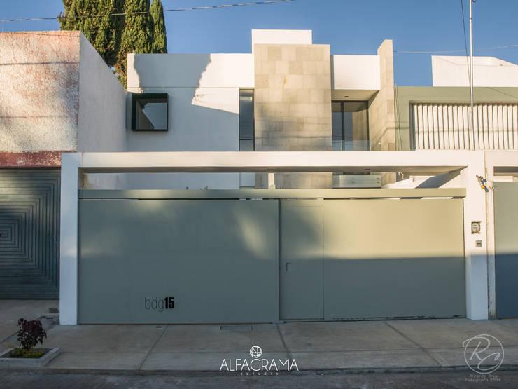 Fachada Principal: Casas de estilo  por Alfagrama estudio