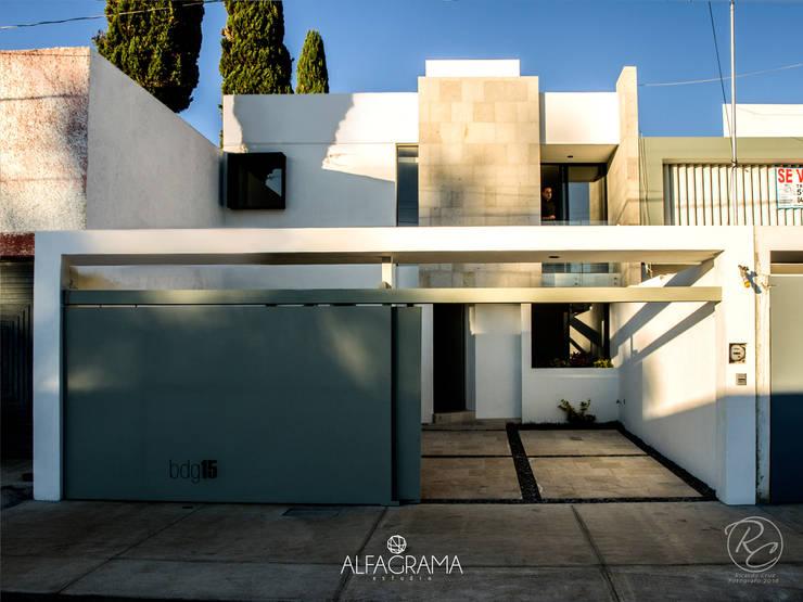 Casas modernas por Alfagrama estudio