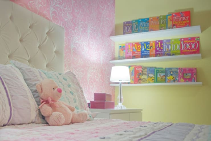 Habitación rosa: Habitaciones infantiles de estilo  por Monica Saravia