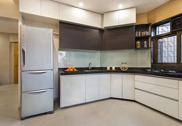 JANKI KUTIR APARTMENT: modern Kitchen by The design house
