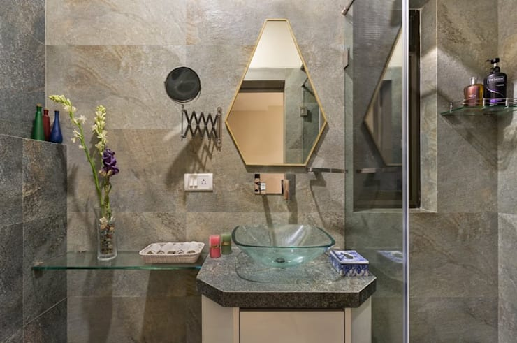 JANKI KUTIR APARTMENT: modern Bathroom by The design house