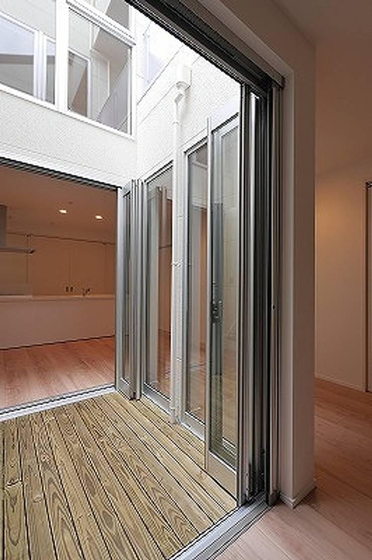 Salas de estilo ecléctico de 株式会社K's建築事務所 Ecléctico Madera Acabado en madera