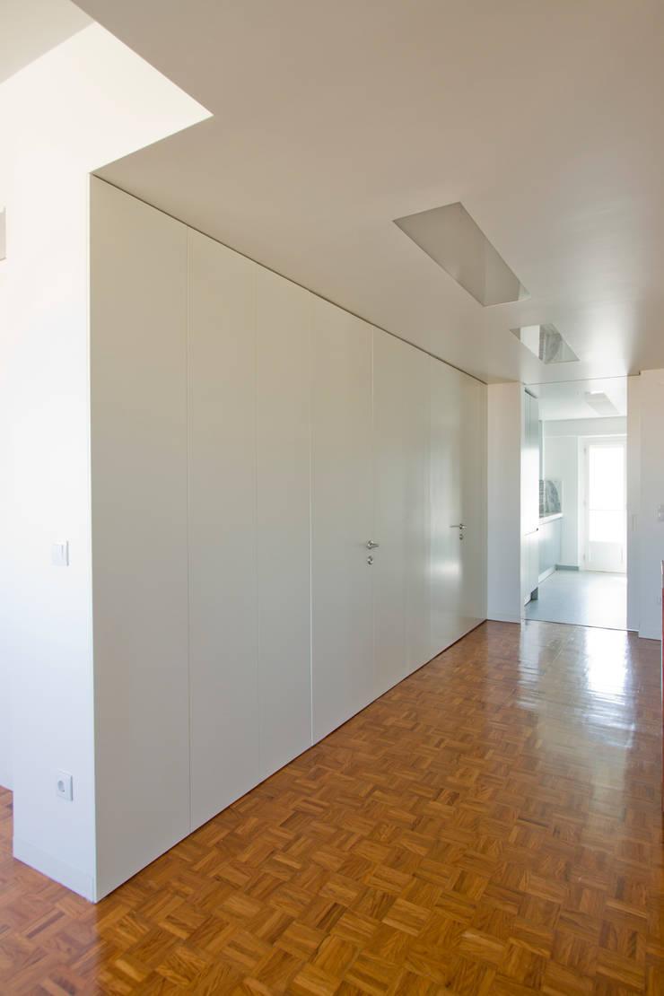 Apartamento II em Lisboa:   por Henrique Barros-Gomes - Arquitecto