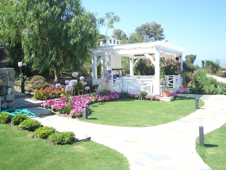 Ditto Mimarlık & Tasarım Boutique – Hebil Villa:  tarz Bahçe