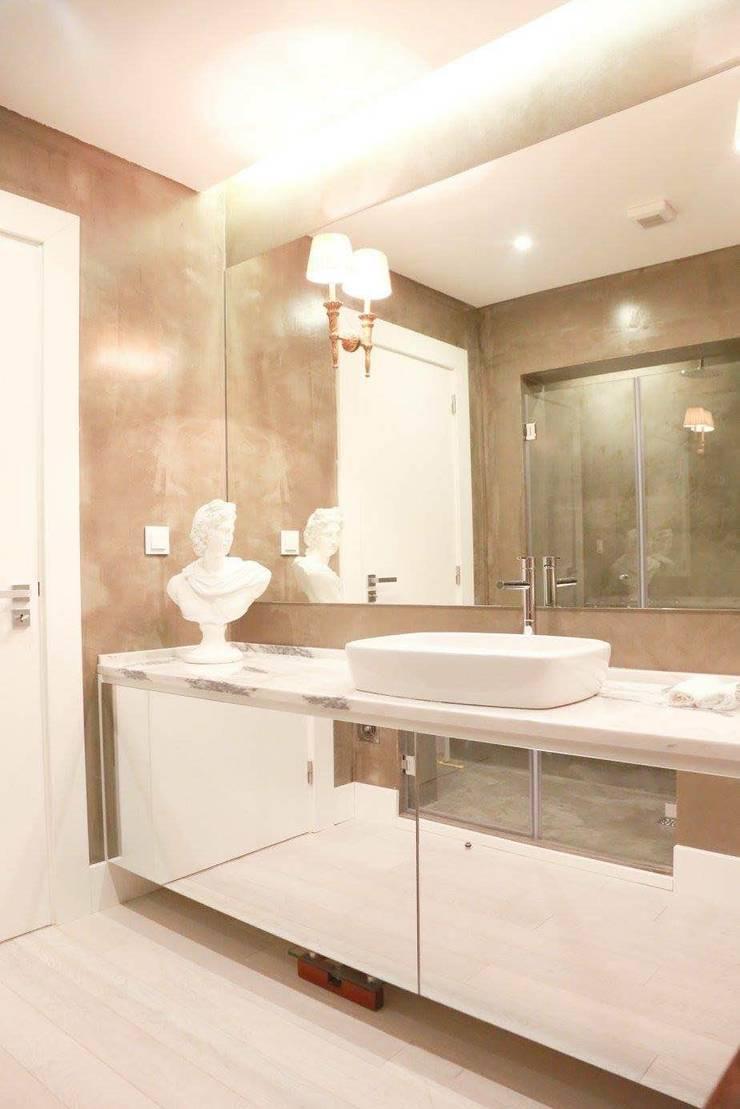 Casa de Banho Suite: Casas de banho  por By N&B Interior Design