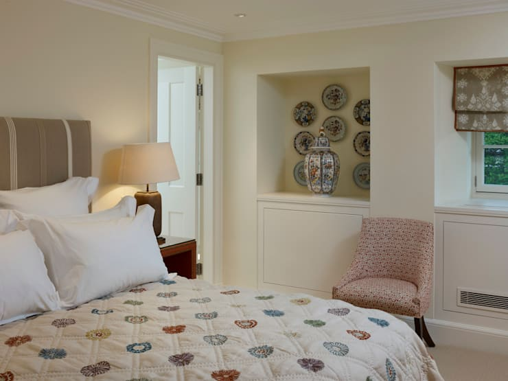 Bedroom One: classic  by Jane Churchill Interiors, Classic
