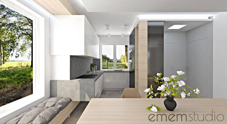 dom w Chomęcicach.: styl , w kategorii Kuchnia zaprojektowany przez EMEMSTUDIO