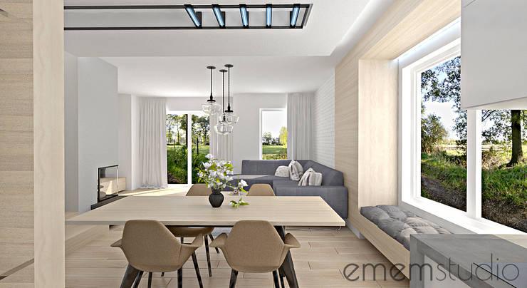 dom w Chomęcicach.: styl , w kategorii Jadalnia zaprojektowany przez EMEMSTUDIO