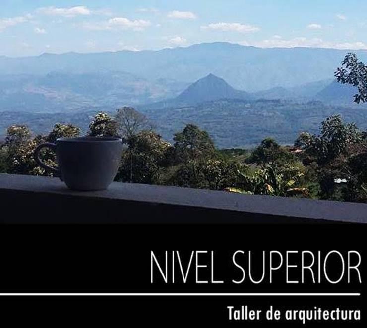 PROYECTO TAMESIS – ANTIOQUIA.: Terrazas de estilo  por NIVEL SUPERIOR taller de arquitectura