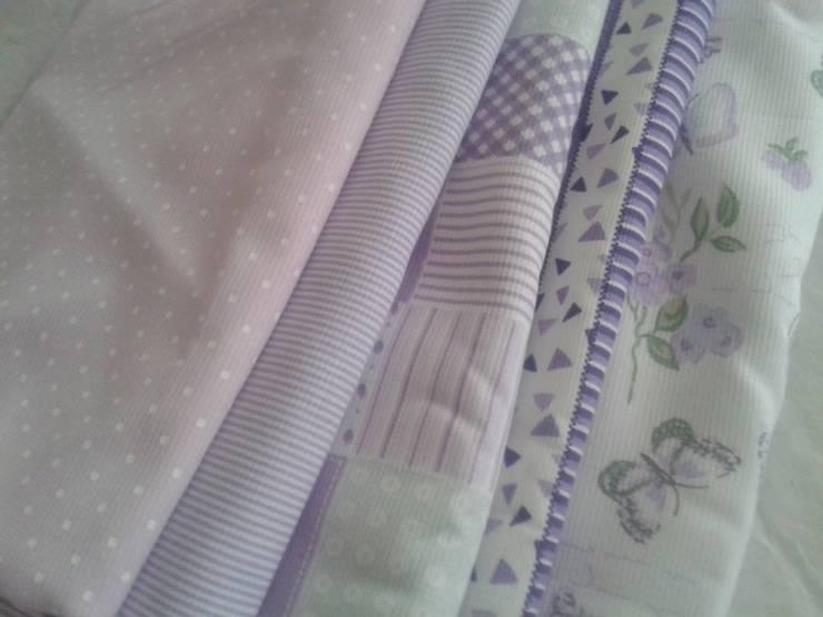 Textiles para dormitorios infantiles: Dormitorios infantiles  de estilo  por NBe DECO