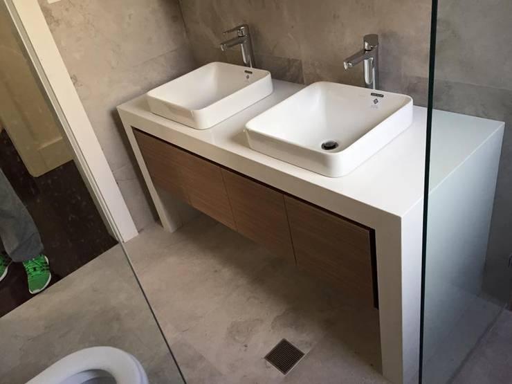 Baños pequeños: Baños de estilo  por Baños Rom