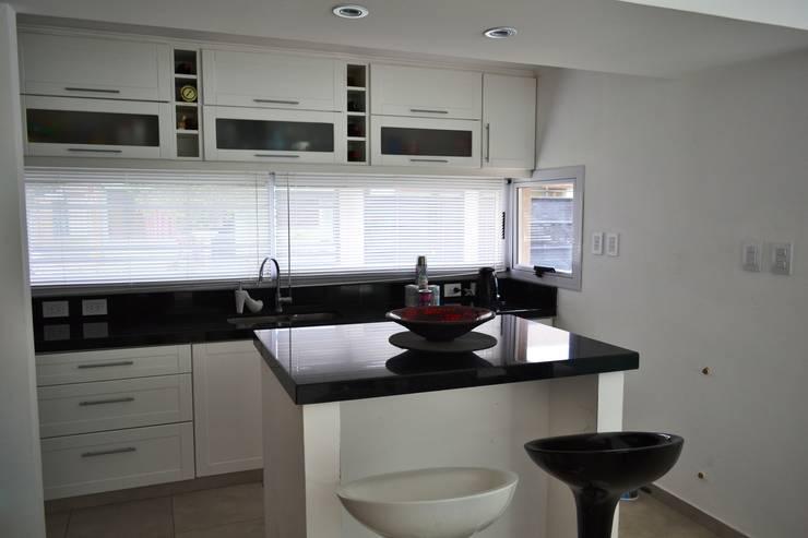 modern Kitchen by epb arquitectura