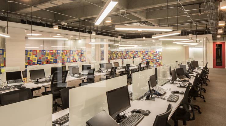 Adecuación oficinas KCP Dynamics Colombia. : Estudios y despachos de estilo  por ARCE S.A.S