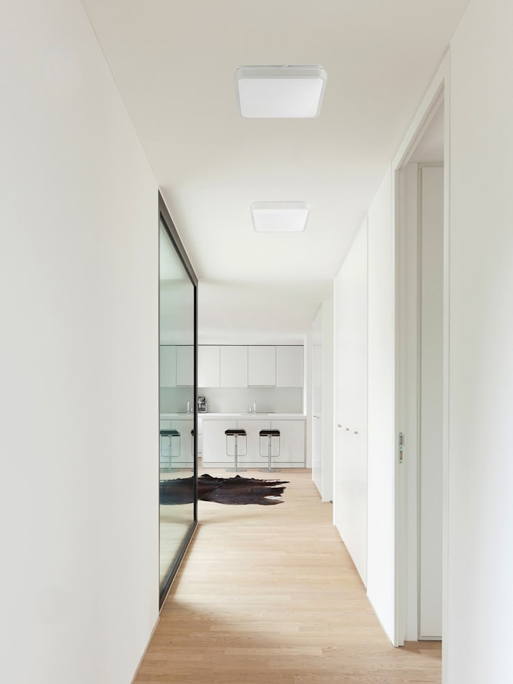 FARO Iris Deckenleuchte: klassischer Flur, Diele & Treppenhaus von Designort