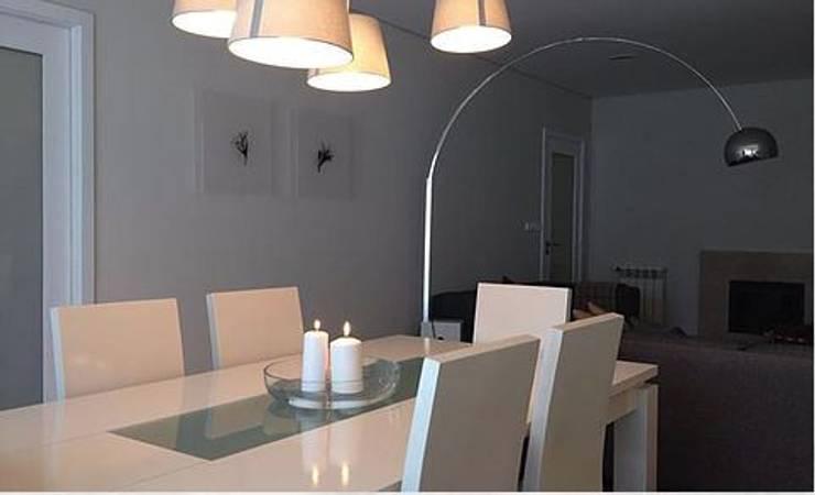 Recuperação de apartamento T2, Braga. Junho, 2015:   por Mia Arquitetos