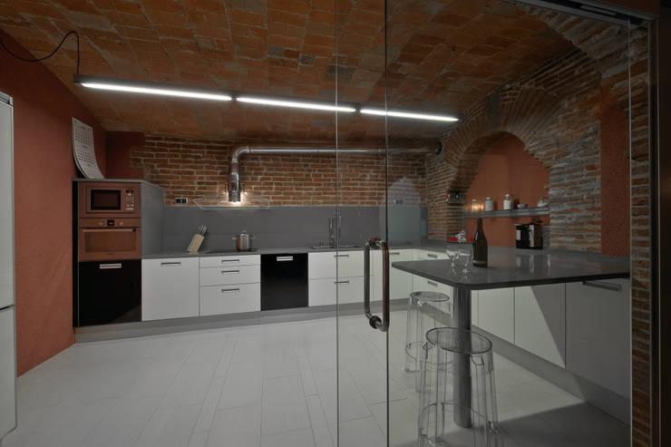 Restauración Loft: Cocinas de estilo  de APRIS GESTIÓ TÈNICA DE SERVEIS, SL