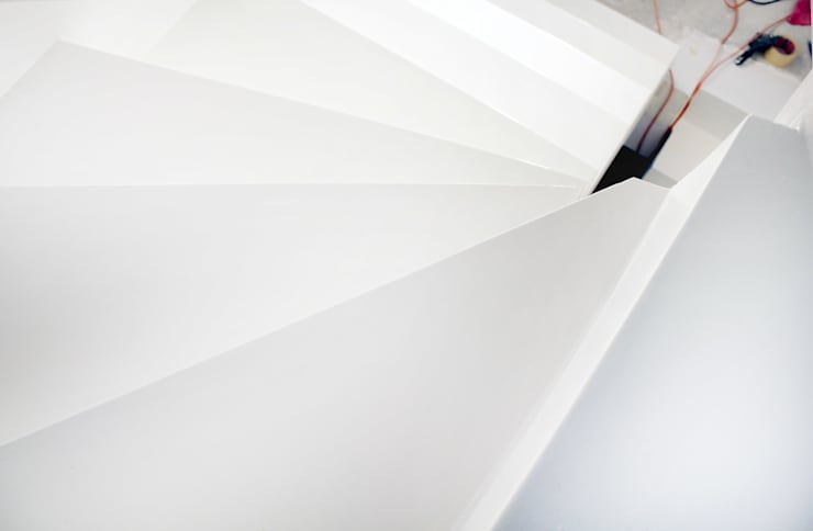 Schody z żywicy: styl , w kategorii Korytarz, przedpokój zaprojektowany przez FotoFloor