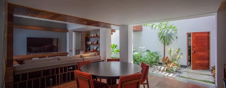Projekty,  Salon zaprojektowane przez Almazan y Arquitectos Asociados