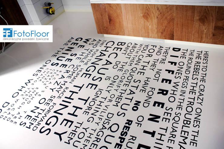Posadzka żywiczna z napisem: styl , w kategorii Łazienka zaprojektowany przez FotoFloor,Nowoczesny