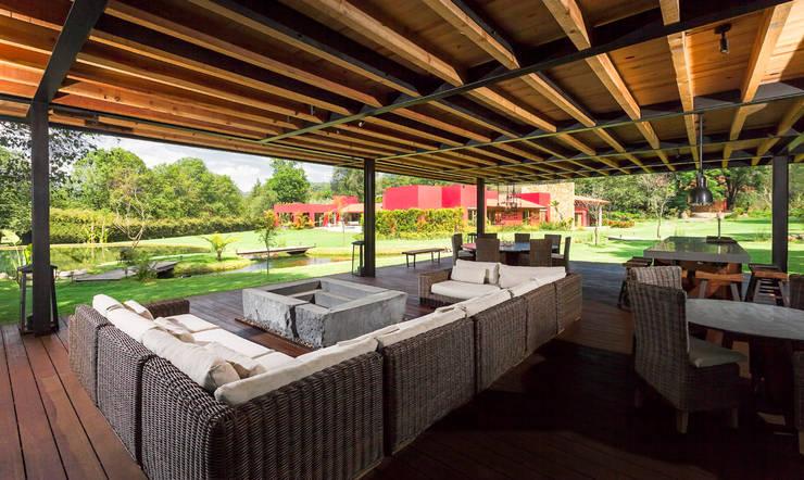 Salon de style  par Lopez Duplan Arquitectos,