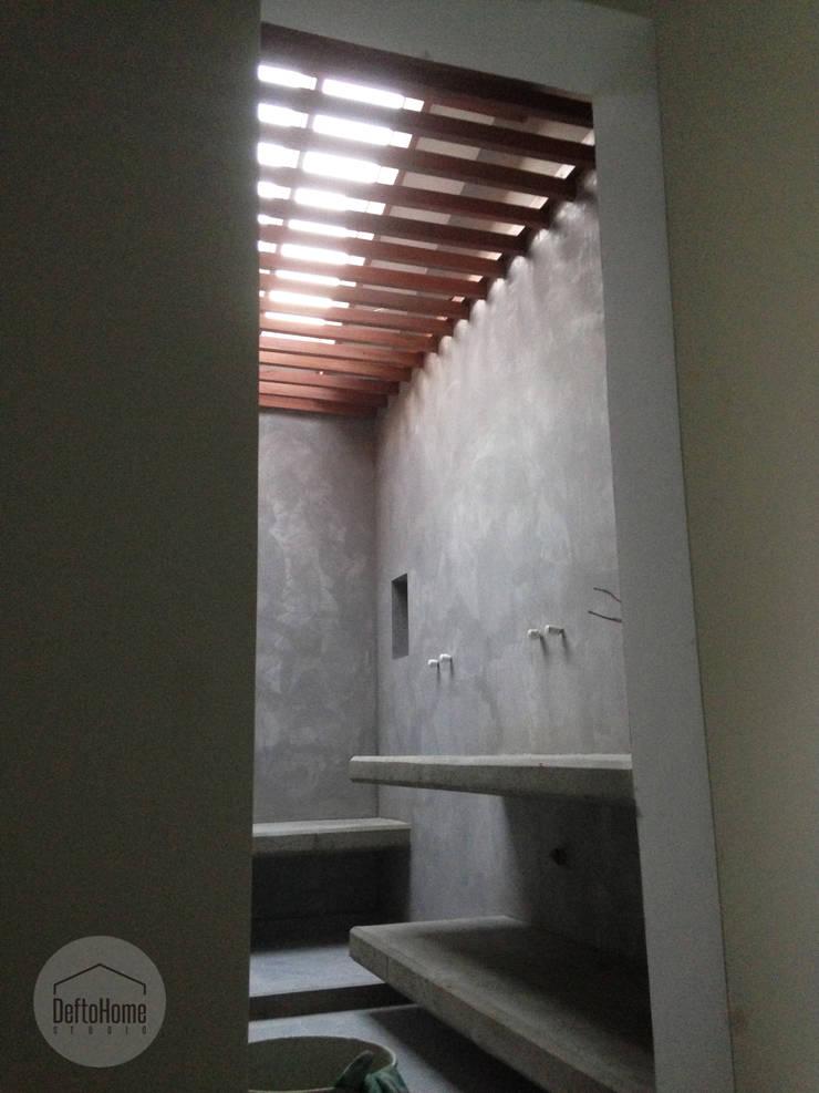 Proceso de obra: Baños de estilo ecléctico por DeftoHomeStudio INC