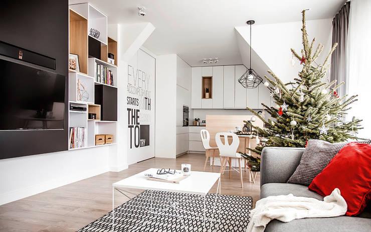 Dom na Gajewskich: styl , w kategorii Salon zaprojektowany przez ŻANETA STRAŻYNSKA architektura wnętrz,Eklektyczny