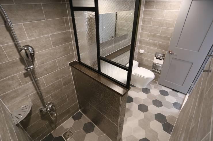 성주동 프리빌리지2차: 디자인세븐의  욕실