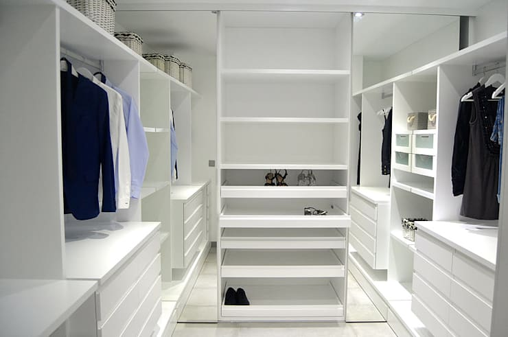 Dressing room by AG arquitectura Gorris