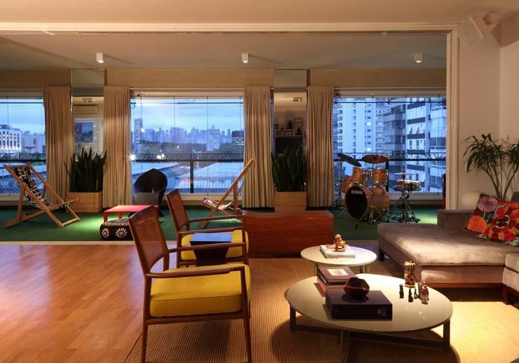 Salon de style de style Moderne par Bruna Riscali Arquitetura e Design