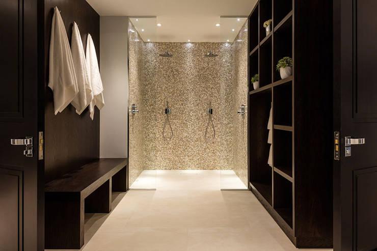 Banheiros  por ShellShock Designs