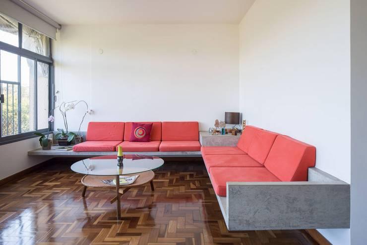 Apartamento Brasilia: Salas de estar  por LAB606