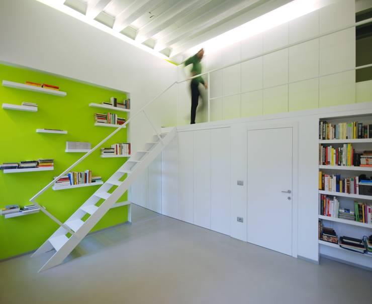 Appartamento privato - Rovereto: Soggiorno in stile in stile Minimalista di masetto snc