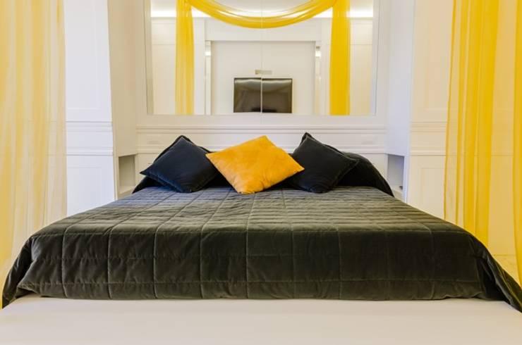 PCN LUXURY HOUSE: Camera da letto in stile  di FAUSTO DI ROCCO ARCHITETTO
