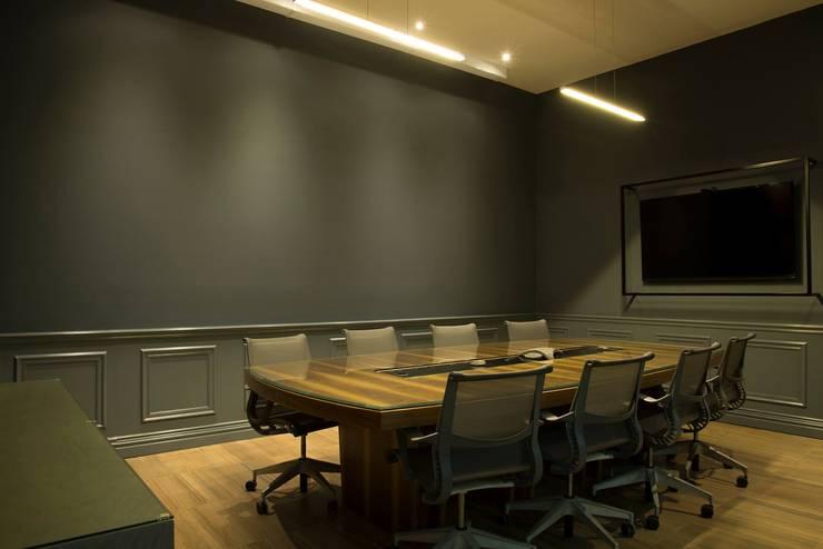 Gray Arquitectura: Estudios y oficinas de estilo  por GRAY Arquitectura & Forma