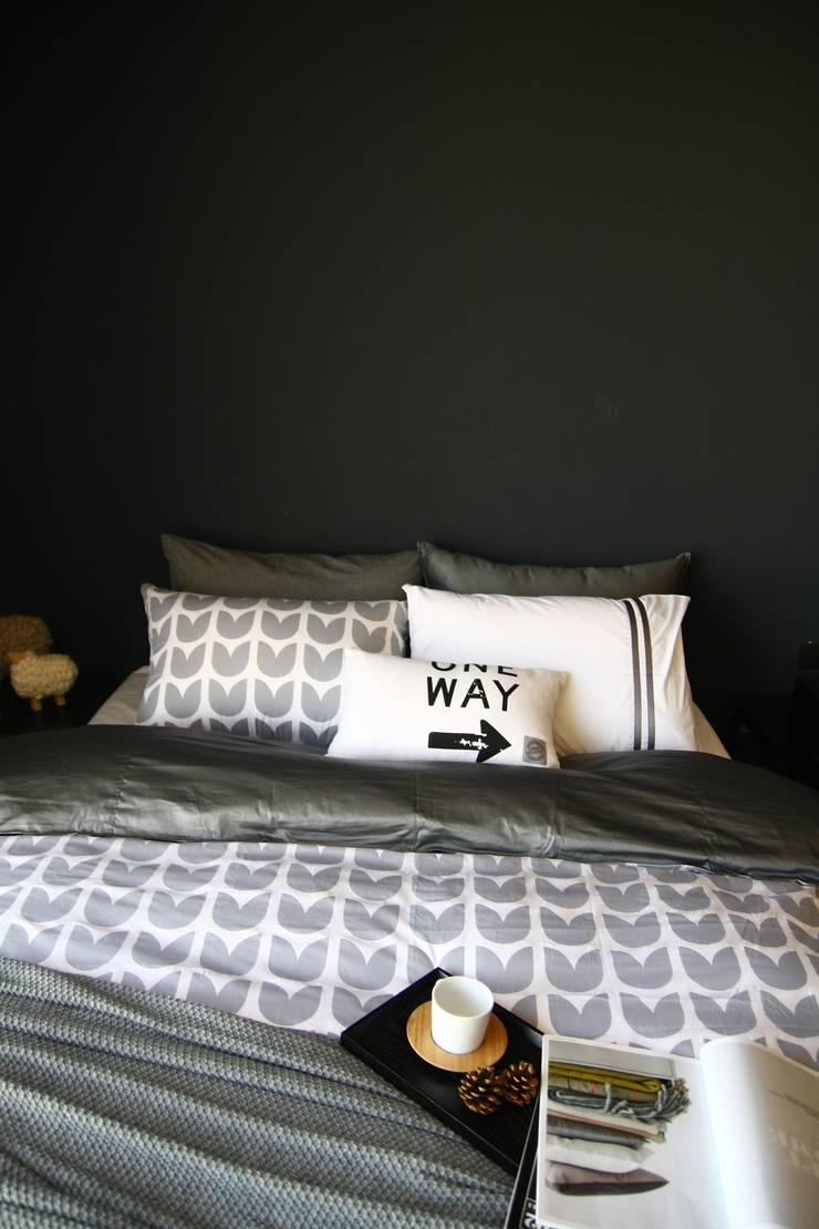 gray knit blanket: looms703의  가정 용품